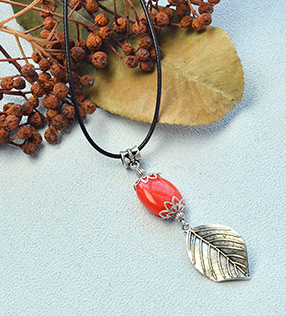 Pretty Leaf Necklace